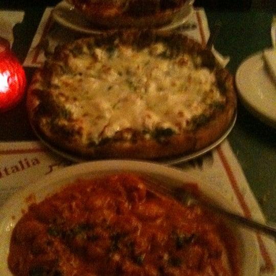 Das Foto wurde bei Mona Lisa Italian Restaurant von Amanda R. am 2/4/2011 aufgenommen