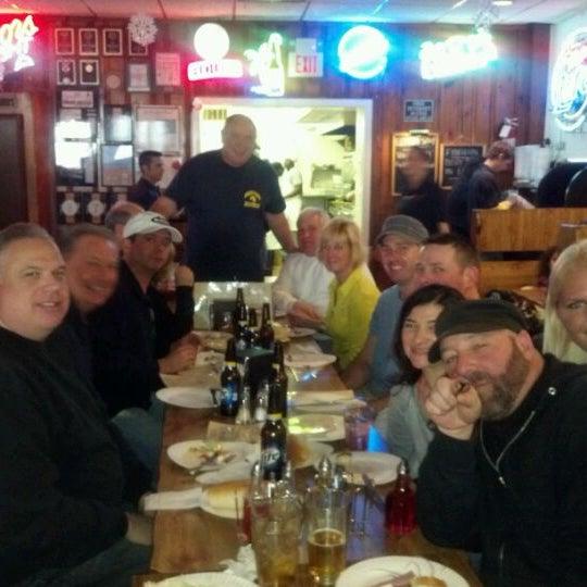 รูปภาพถ่ายที่ Star Tavern Pizzeria โดย Candy L. เมื่อ 2/19/2012
