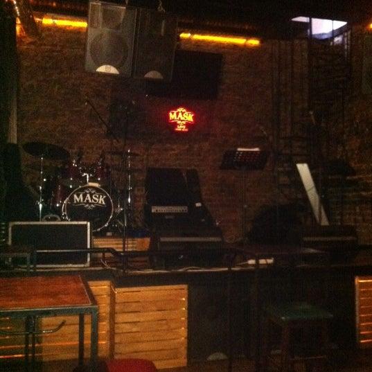 Foto diambil di Mask Live Music Club oleh Belkis D. pada 6/4/2012