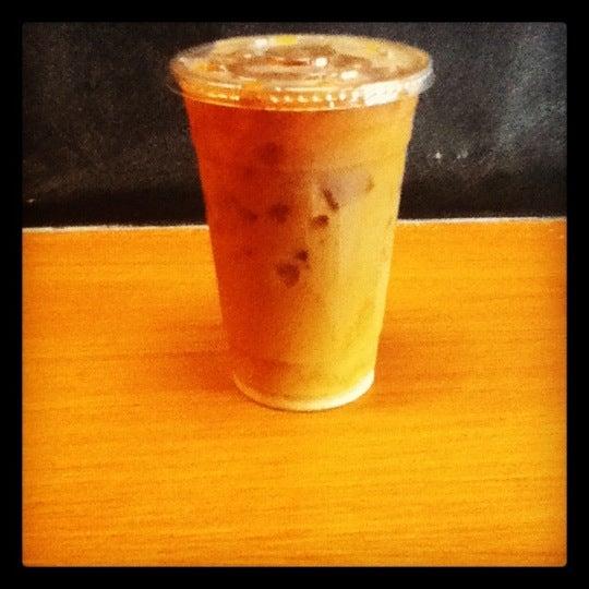 Foto tomada en Ports Coffee & Tea Co. por Alex K. el 7/12/2012