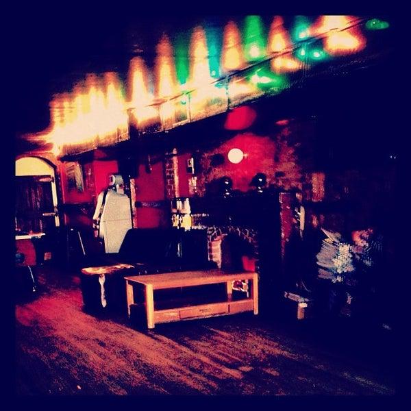 Das Foto wurde bei Nowhere Bar von Jason P. am 6/2/2012 aufgenommen