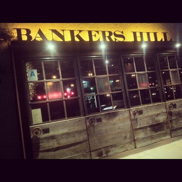Foto tirada no(a) Bankers Hill Bar & Restaurant por Keaton O. em 4/4/2012