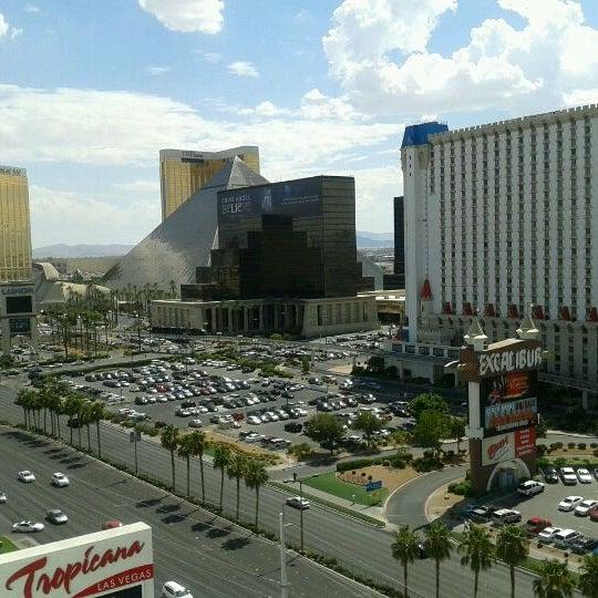 Снимок сделан в Tropicana Las Vegas пользователем Michelle T. 7/21/2012