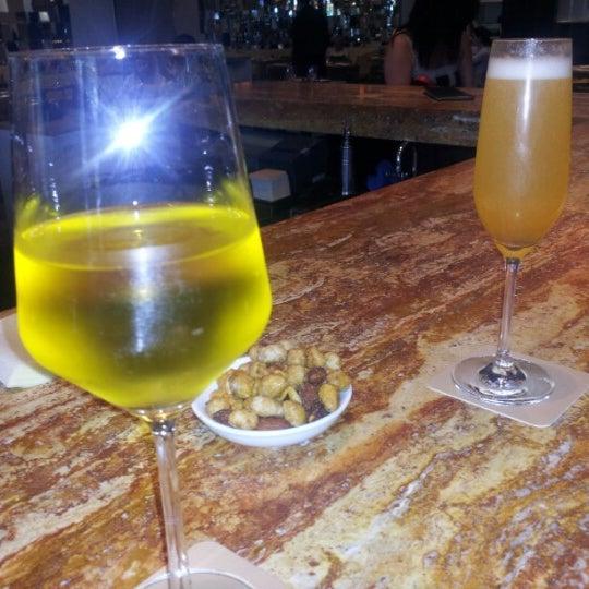 Снимок сделан в SOUTHGATE Bar & Restaurant пользователем Adrienne B. 8/17/2012