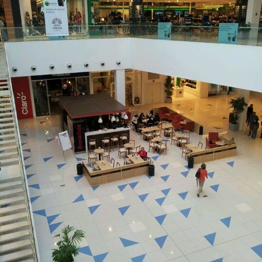 รูปภาพถ่ายที่ Costa Urbana Shopping โดย Diego L. เมื่อ 5/4/2012