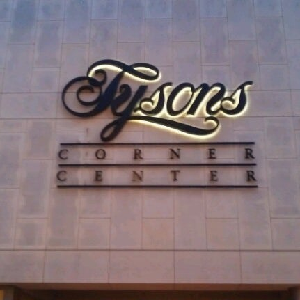 7/13/2012 tarihinde Lamya S.ziyaretçi tarafından Tysons Corner Center'de çekilen fotoğraf