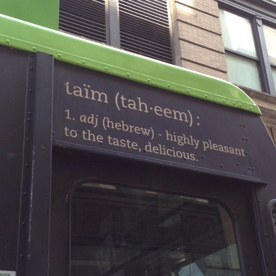 6/3/2012 tarihinde Danielle L.ziyaretçi tarafından Taïm Mobile Falafel & Smoothie Truck'de çekilen fotoğraf