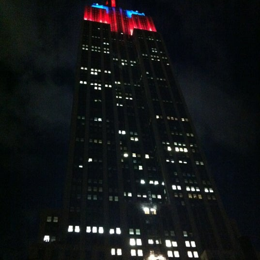 Foto diambil di VU Bar NYC oleh sara n. pada 6/26/2012