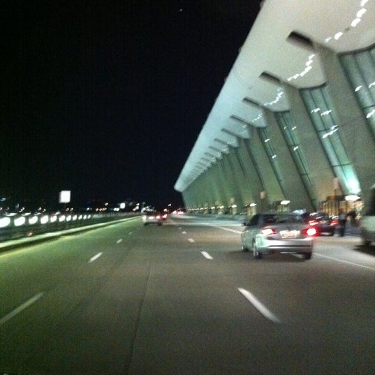 Foto diambil di Washington Dulles International Airport oleh Chris S. pada 10/16/2011