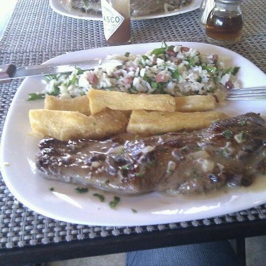 Foto tomada en Eskina Bar e Restaurante por Tiago T. el 5/18/2012