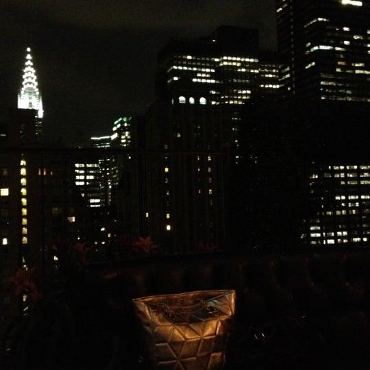 รูปภาพถ่ายที่ Upstairs โดย Tonmoy G. เมื่อ 8/22/2012