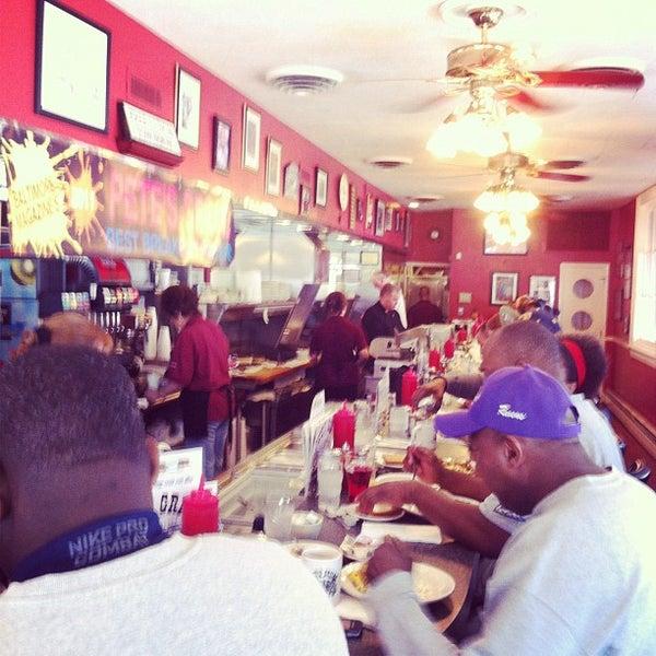 Foto tirada no(a) Pete's Grille por Brian S. em 4/29/2012