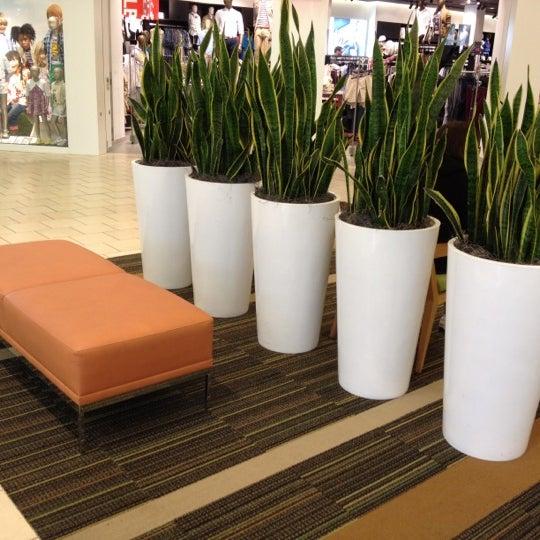 Foto tomada en Hillsdale Shopping Center por 'Johnson Rualo H. el 3/30/2012