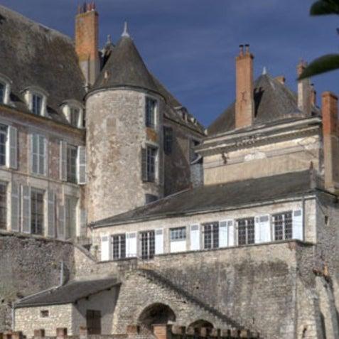 Foto diambil di Château de Meung-sur-Loire oleh AlexandreBenjamin N. pada 11/4/2011