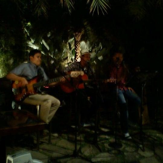 Foto diambil di Mezzaluna oleh Panji D. pada 8/20/2011