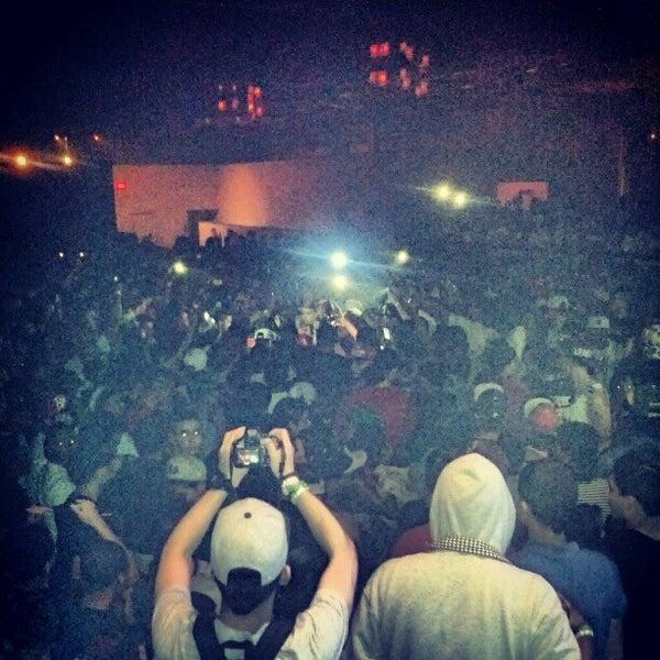 รูปภาพถ่ายที่ Warehouse Live โดย Grant T. เมื่อ 4/20/2012
