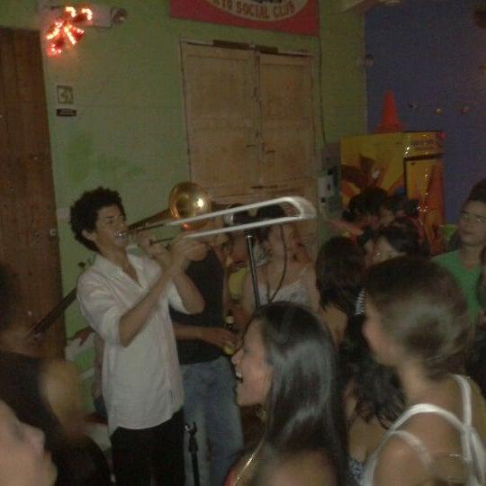 Das Foto wurde bei Bazurto Social Club von Dayro M. am 3/18/2012 aufgenommen