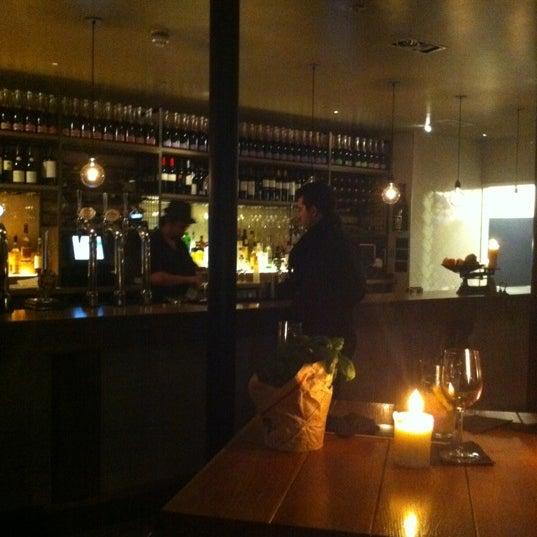 Foto tomada en The Refinery Bar por Lia el 1/28/2012