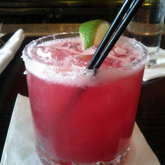 รูปภาพถ่ายที่ Oola Restaurant & Bar โดย Johanna T. เมื่อ 7/13/2012