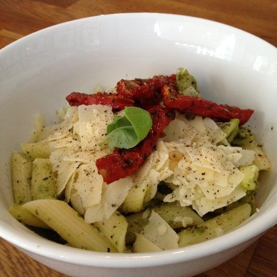Das Foto wurde bei NOODELI - Pasta Take Away von Travis T. am 7/11/2012 aufgenommen