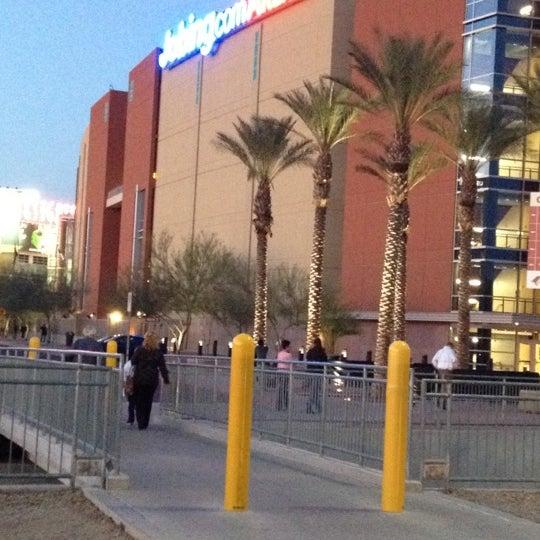 3/13/2012 tarihinde Rebecca C.ziyaretçi tarafından Gila River Arena'de çekilen fotoğraf