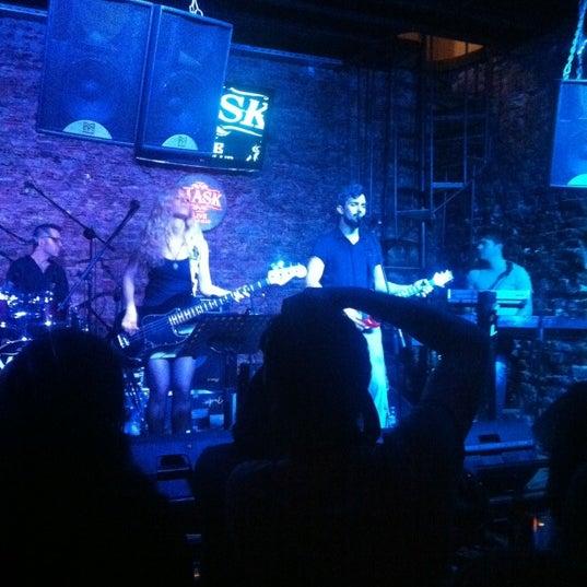 Foto diambil di Mask Live Music Club oleh Banu K. pada 6/6/2012