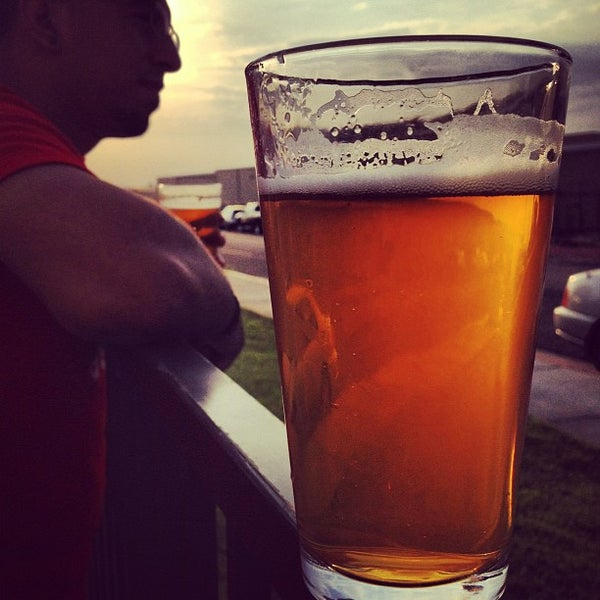 Foto tirada no(a) Hangar 24 Craft Brewery por Grego P. em 8/18/2012