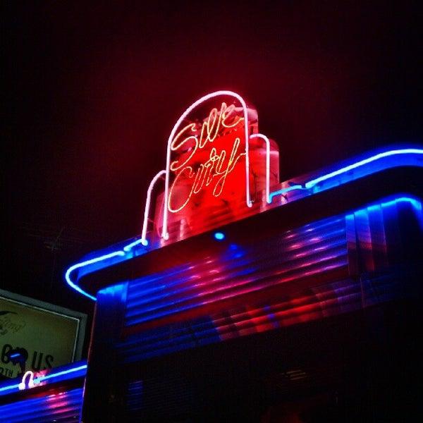 Снимок сделан в Silk City Diner Bar & Lounge пользователем Neil A. 9/8/2012