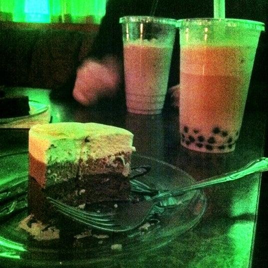 รูปภาพถ่ายที่ Tea Zone & Camellia Lounge โดย Lynn T. เมื่อ 6/3/2012
