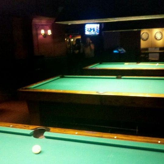 Foto tomada en Society Billiards + Bar por Dan H. el 1/31/2012