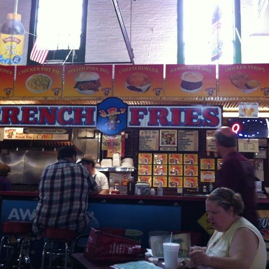 8/18/2012にEdgar E.がJ.R.'s Fresh Cut French Friesで撮った写真