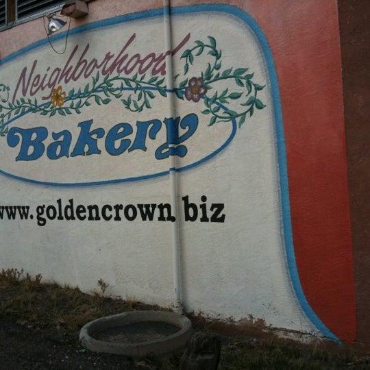 4/21/2011에 Jonathan S.님이 Golden Crown Panaderia에서 찍은 사진
