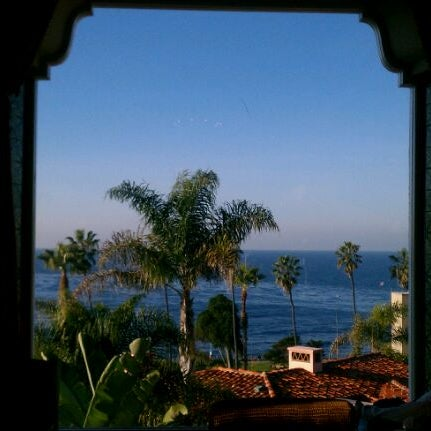 Снимок сделан в La Valencia Hotel пользователем Kelsey O. 1/18/2012