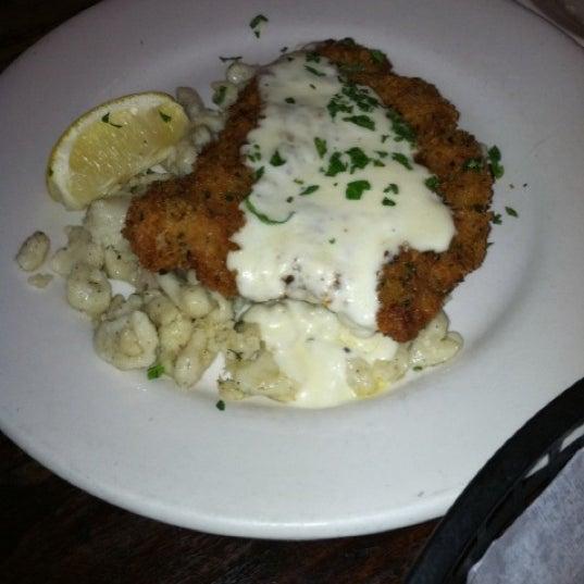 Foto tirada no(a) Jacob Wirth Restaurant por Samantha E. em 8/26/2012