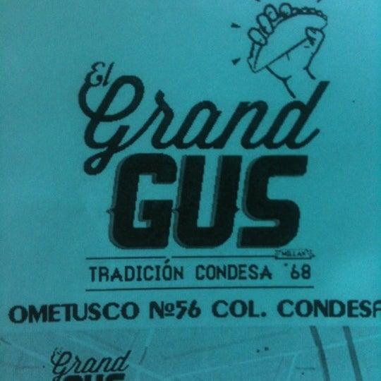 รูปภาพถ่ายที่ Tacos Gus โดย Rafael L. เมื่อ 12/20/2011