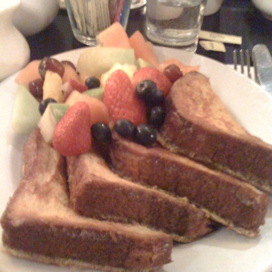รูปภาพถ่ายที่ Cupping Room Cafe โดย Jessica W. เมื่อ 2/19/2011