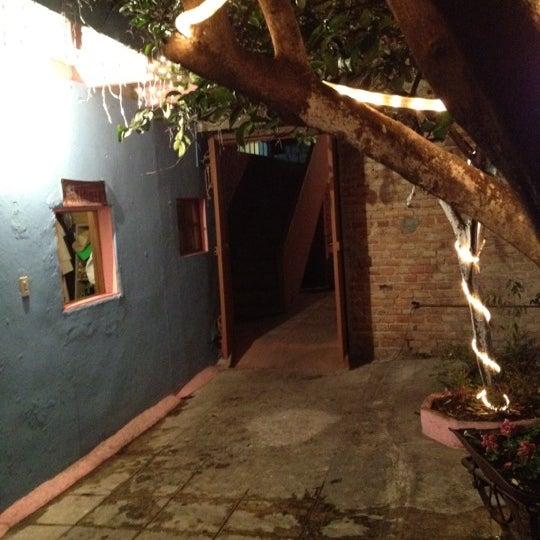 รูปภาพถ่ายที่ La Casona Del Arbol Teatro-Bar & Cocina Show Center โดย Xavier S. เมื่อ 1/21/2012