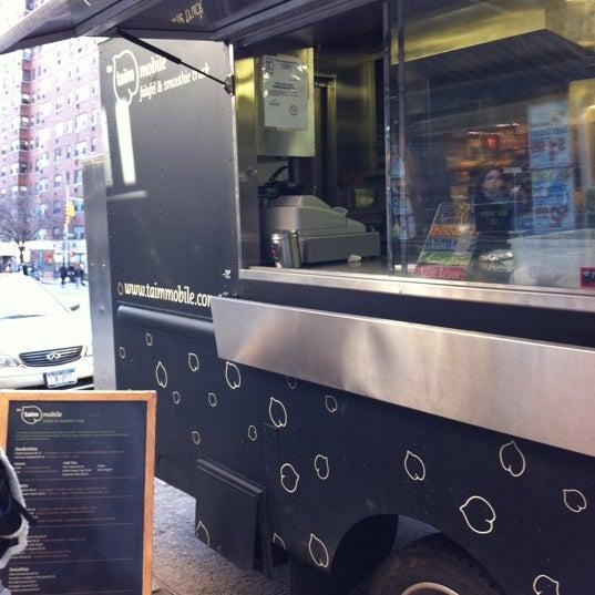 3/28/2011 tarihinde Michelle P.ziyaretçi tarafından Taïm Mobile Falafel & Smoothie Truck'de çekilen fotoğraf