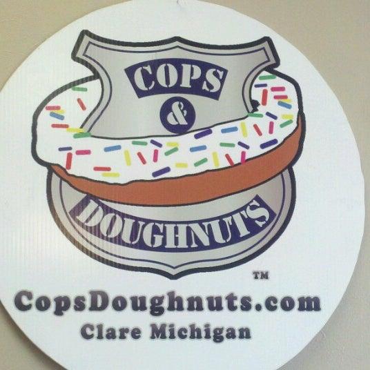 6/8/2012にHolly R.がCops & Doughnuts Bakeryで撮った写真