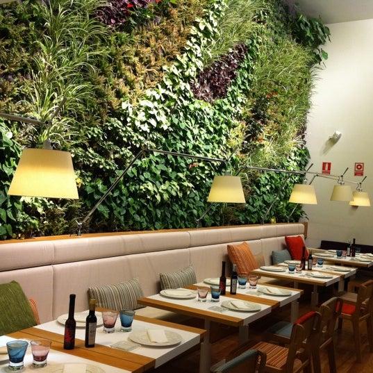 Foto scattata a Poncelet Cheese Bar da Marta il 6/30/2011