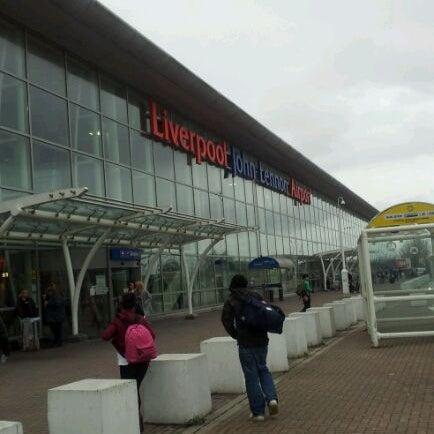 รูปภาพถ่ายที่ Liverpool John Lennon Airport (LPL) โดย UKTim เมื่อ 12/20/2011