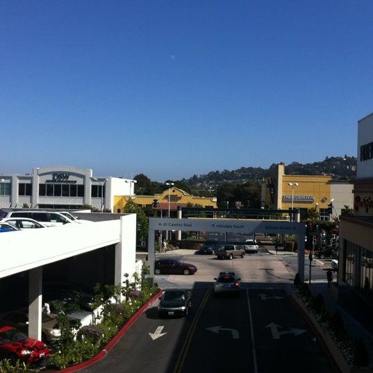 Foto tomada en Hillsdale Shopping Center por Patrice M. el 8/24/2012