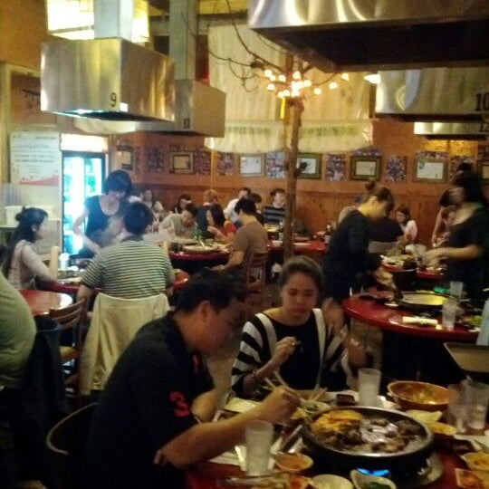 Foto scattata a Hae Jang Chon Korean BBQ Restaurant da Jason M. il 1/9/2012