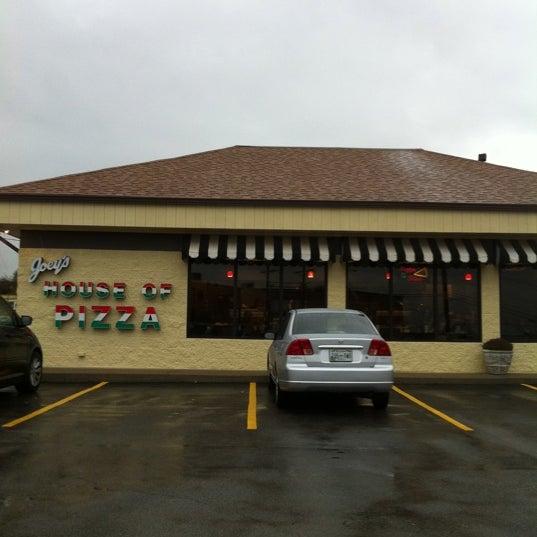 11/21/2011에 Sharon K.님이 Joey's House of Pizza에서 찍은 사진