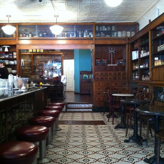Foto scattata a Brooklyn Farmacy & Soda Fountain da thecoffeebeaners il 4/16/2012