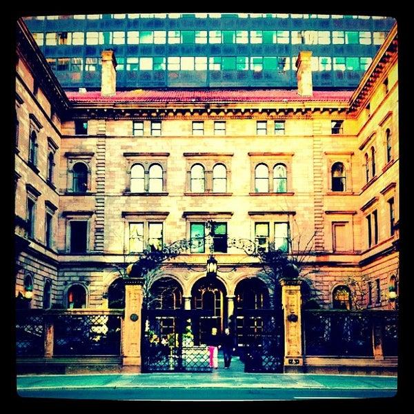 Foto scattata a Lotte New York Palace da Marcee L. il 4/6/2012