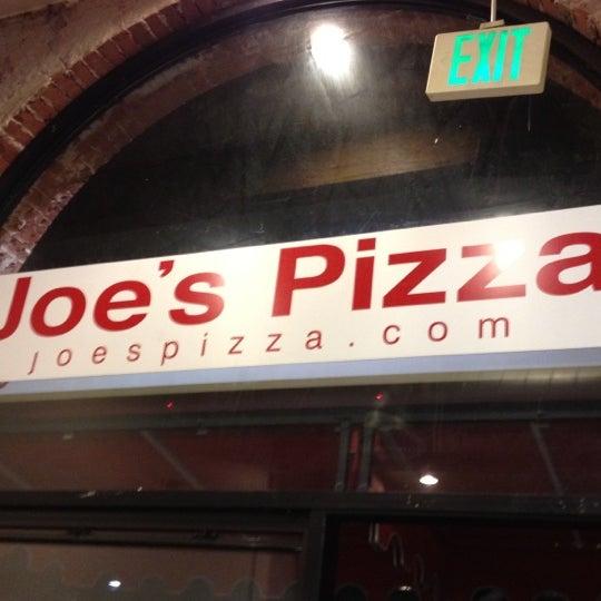 Foto scattata a Joe's Pizza da MrJOliphant il 8/31/2012