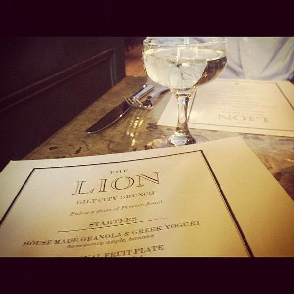 Foto tirada no(a) The Lion por Valarie M. em 9/9/2012