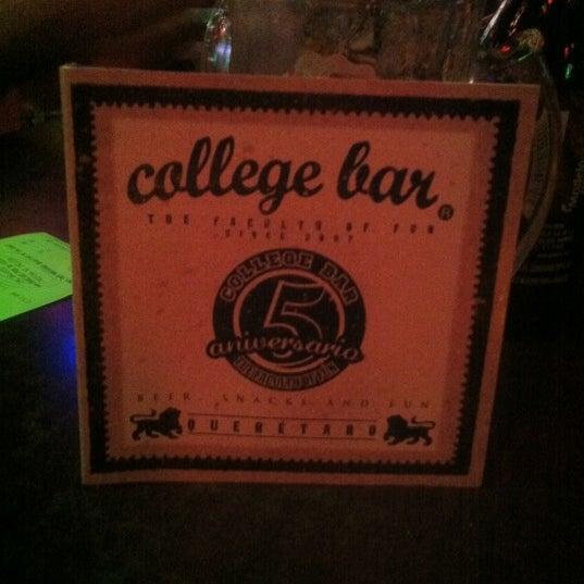 Foto diambil di College Bar oleh Fer M. pada 8/14/2012