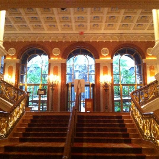 Foto scattata a Lotte New York Palace da Mike L. il 5/22/2012
